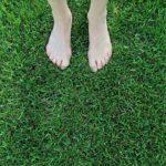 裸足でゴルフ